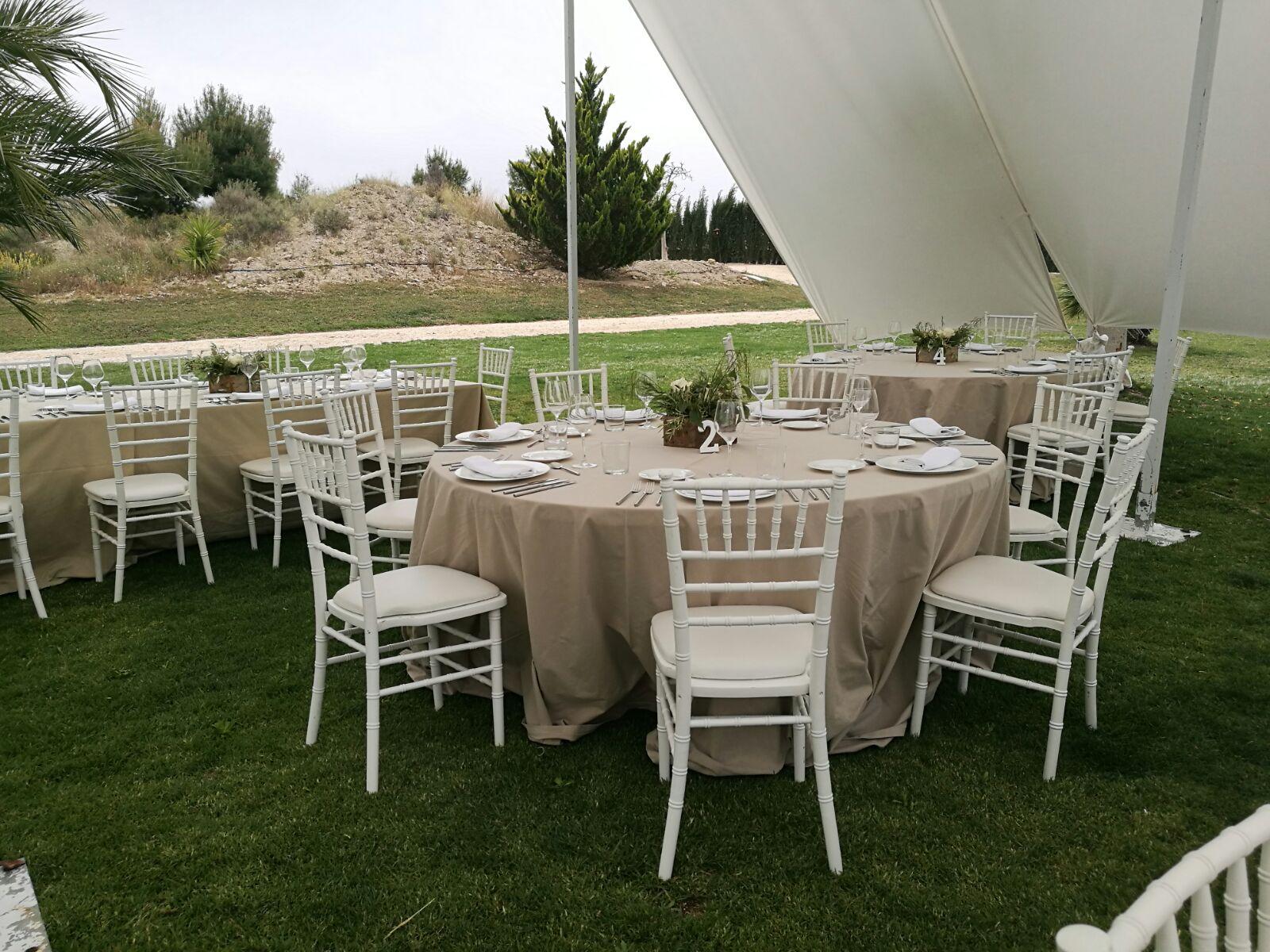 Mesas preparadas para una boda en Yeguada Lagloria